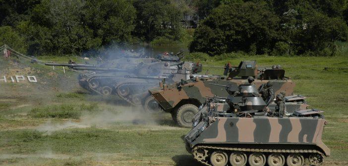 Exército realiza demonstração de força e tiro das Armas Coletivas na Aman, em Resende