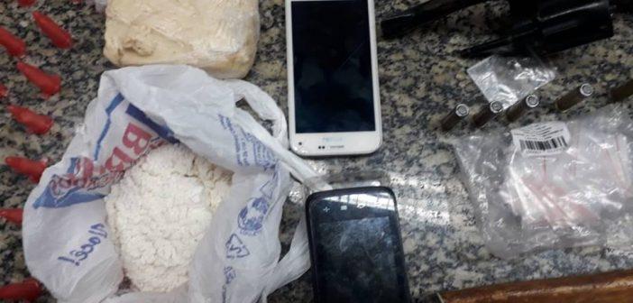 Policiais apreendem 225 pinos de cocaína em Três Rios