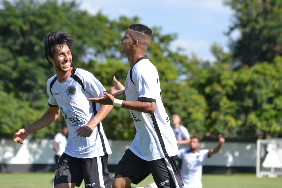 d7e0b6804 Os jogadores do Gigante do Vale comemoraram o gol de Maxwell-Emerson  Pereira Supergol