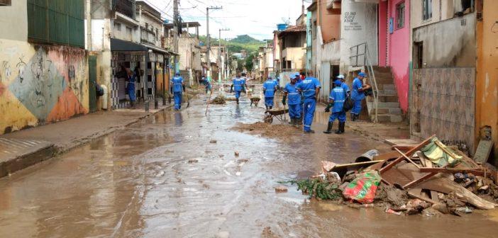Rio Barra Mansa transborda e atinge diversas residências