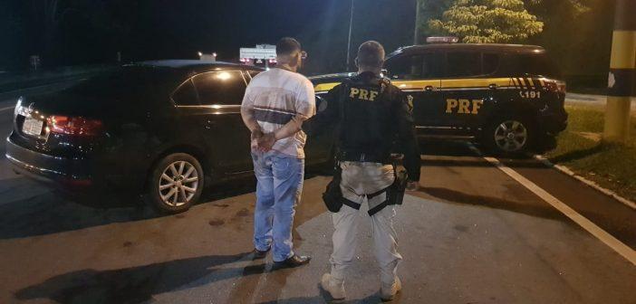 Homem é preso com veículo clone na Dutra, em Piraí