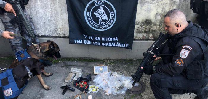 Pistola, munições e drogas são apreendidas na comunidade do Lambicada